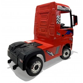 Mercedes Truck red