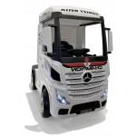 Mercedes Truck white